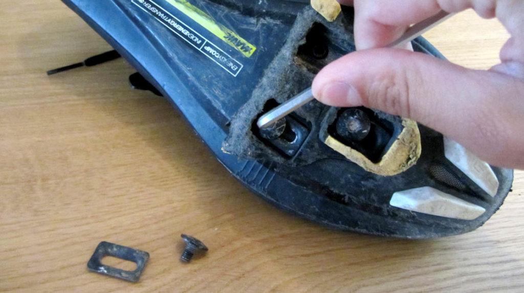 losdraaien oude schoenplaatjes