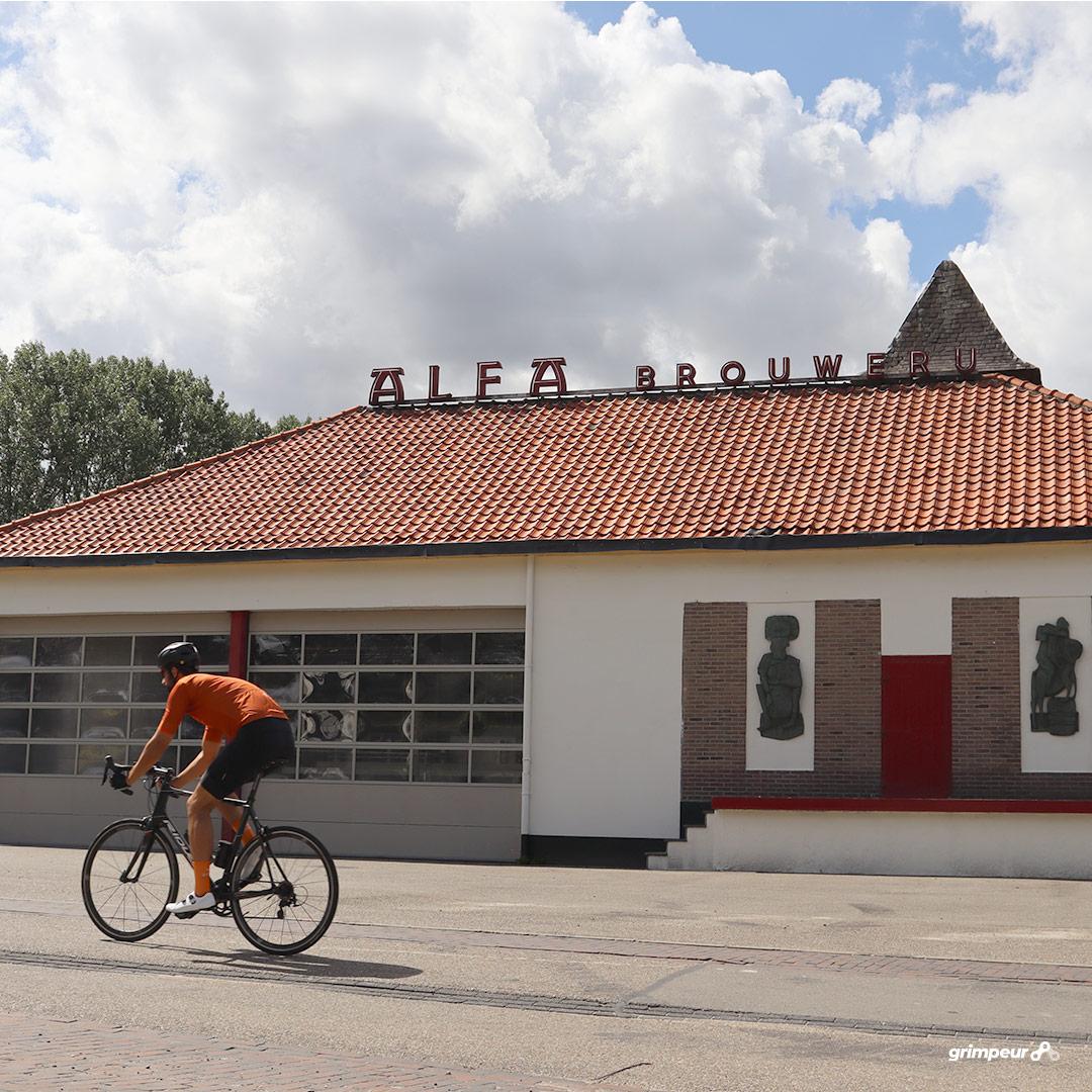 Alfa brouwerij aan de voet van de Krekelberg in Schinnen